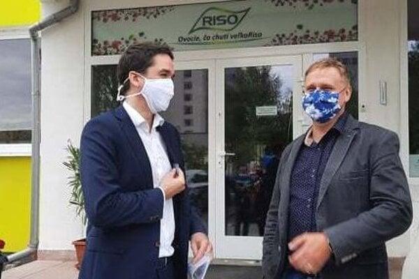 Vicežupan Ondrej Lunter (vľavo) s Michalom Demeterom, zástupcom firmy RISO - R.
