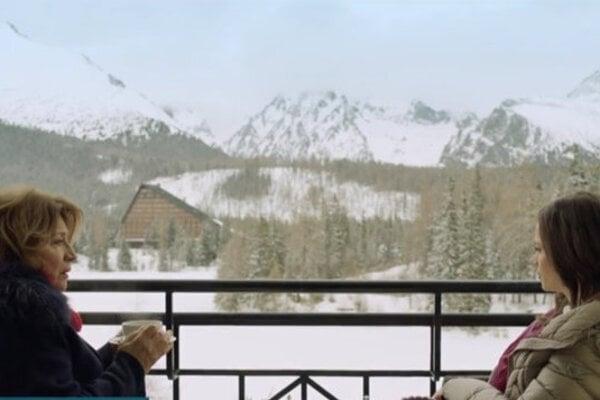 Štrbské pleso ako na dlani. Tento výhľad mali Emília Vášáryová a  Gabriela Marcinková vo filme Šťastný nový rok.