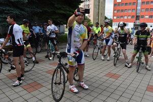 Účastníci charitatívnej cyklotúry v Humennom.