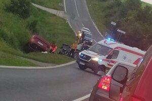 Príčina a okolnosti nehody sú v štádiu vyšetrovania.
