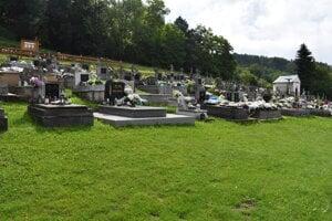 Miesto posledného odpočinku rodičov Mariky Gombitovej v rodnej obci Turany nad Ondavou.