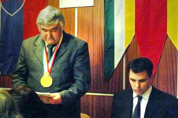 Bývalý starosta Rudolf Kušnír (vľavo).
