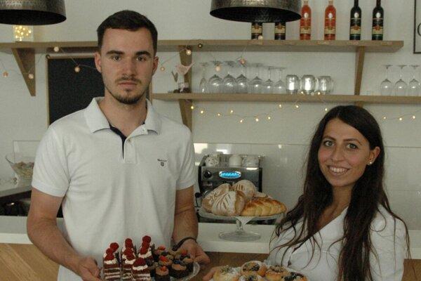 Adam Kakula so svojou manželkou Nataly v kaviarničke v Partizánskom.