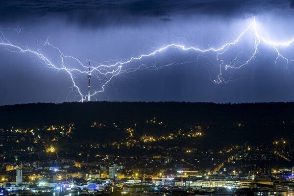 Ilustračná fotografia. Nad južnou Brazíliou vedci zaznamenali rekordne dlhý blesk, ktorý mal 709 kilometrov.
