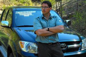 Ako strážca prírody pri výkone strážnej služby.