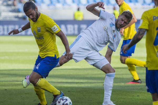 Pre Michalovčana Kyriakosa Savvidisa (vľavo) bol súboj na Slovane posledným v sezóne.