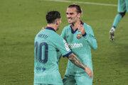 Lionel Messi a Antoine Griezmaann po strelenom góle.