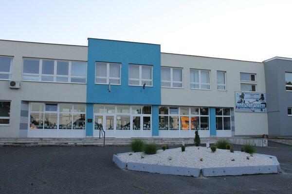 Obnovená trebišovská škola.