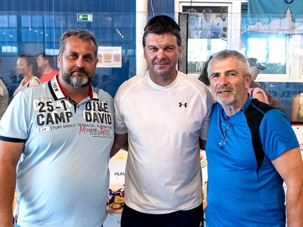 Zľava Juraj Bubák, Jozef Stümpel a Miloš Dovičovič. Bubák a Dovičovič sú hlavní organizátori podujatia, Stümpel šéfom Slovenskej hokejbalovej únie.