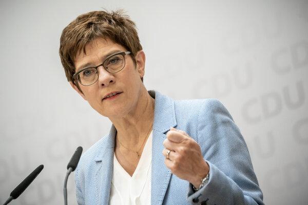Predsedníčkou CDU Annegret Krampová-Karrenbauerová.
