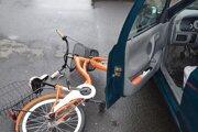Cyklistka utrpela zranenia.