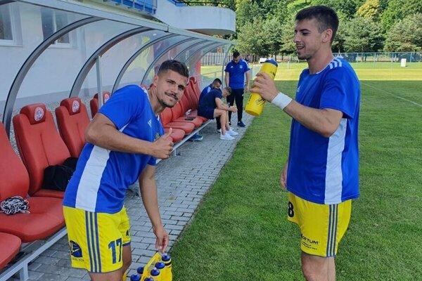 Stabilný košický kapitán František Vancák (vľavo) sa vpríprave o tento post delí so spoluhráčmi.