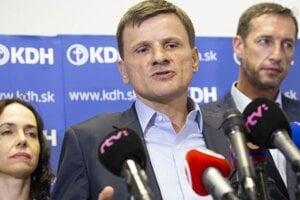 Na spoločnej fotografii. Vľavo Lexmann, vpravo Majerský. Uprostred vtedajší predseda KDH Hlina.