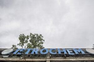 Na snímke hlavný vstup do chemického podniku Istrochem.