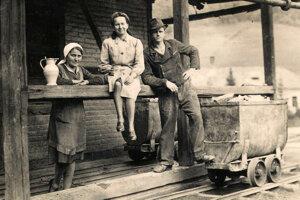 Nemeckí obyvatelia Smolníckej Huty. Nemci na Slovensko priniesli rozvoj remesiel, najmä baníctva.