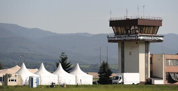 Atmosféra na trenčianskom letisku počas multižánrového Online festivalu Pohoda In the Air.