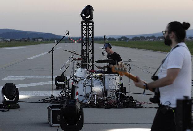 Kapela Billy Barman počas vystúpenia.