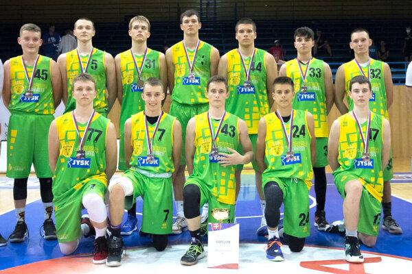 Kadeti ŠBK Junior Levice urobili vKošiciach svojmu klubu dobré meno, keď obsadili výborné druhé miesto. Nad ich sily boli len hráči Interu Bratislava.