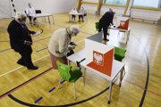 Poliaci rozhodovali v prezidentských voľbách.