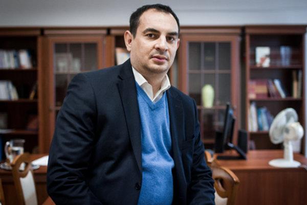 Peter Pollák za tri roky vo funkcii splnomocnenca pre Rómske komunity presadil najmä prísnejšie sociálne dávky a vybavoval eurofondy.