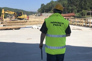 Inšpektorát práce v Žiline  nezriedka vykonáva kontroly  aj vo večerných a nočných hodinách.