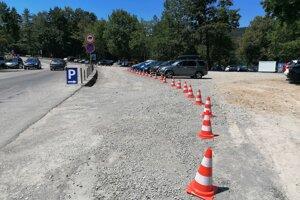 Jedno z parkovísk rapídne zvýšilo poplatok.