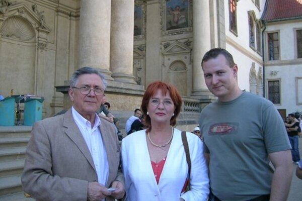Jan Sagalinec shercom Petrom Kostkom ajeho manželkou Carmen Mayerovou.