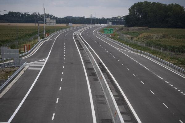 Otvorenie rýchlostnej cesty R7 Holice - Ketelec a časti diaľnice D4 Ketelec - Rovinka pri obci Dunajská Lužná