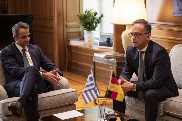 Nemecký minister zahraničných vecí Heiko Maas (vpravo) a grécky premiér Kyriakos Mitsotakis.