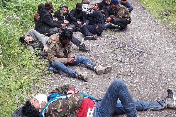 Jedného migranta ošetrili záchranári.