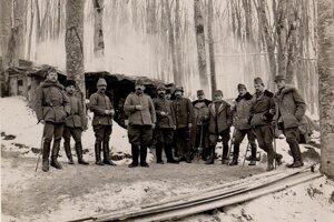 Rakúsko-uhorskí a osmanskí dôstojníci na fronte v Haliči, kde Turci zažili aj mrazivé zimné podmienky.