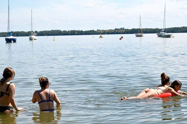 Dovolenka pri slovenskom mori: Prevádzkari si na návštevnosť ťažkajú, časť z nich je spokojná.