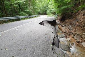Búrka, sprevádzaná prívalovým dažďom, napáchala miliónové škody. Takto to pri Muráni vyzeralo 1. júla.