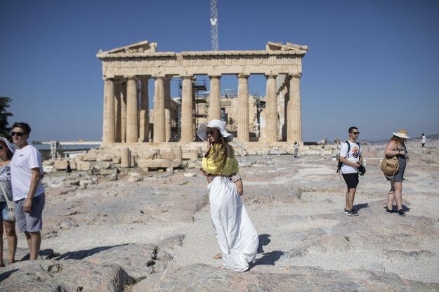 Grécko zaznamenalo nárast nových prípadov koronavírusu po otvorení letísk a hraníc.