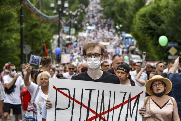 Protesty v Chabarovsku sa otáčajú aj proti Kremľu a Putinovi.