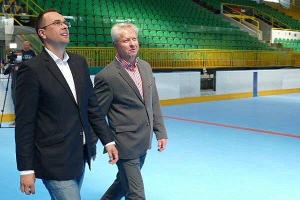 Tréner Vlci Žilina Dušan Gregor (vpravo) a predseda predstavenstva Rastislav Chovanec.