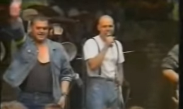 Spevák kapely Krátky proces Ratislav Rogel na festivale Bzenec v roku 1991