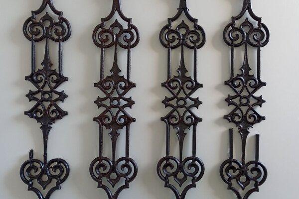 Časť zachráneného zábradlia zo župného domu je aktuálne vystavená v Gemersko-malohontskom múzeu.