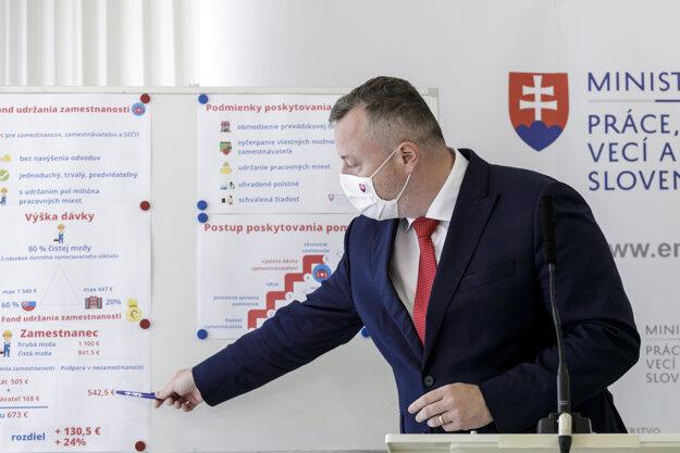 Minister práce Milan Krajniak (Sme rodina) predstavil koncepciu kurzarbeitu.