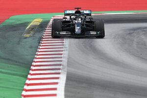 Lewis Hamilton prišiel do cieľa s veľkým náskokom.
