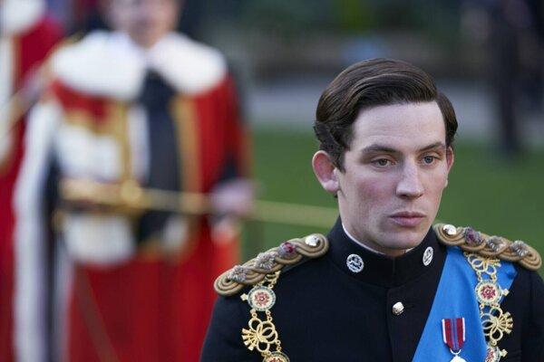 V seriáli Koruna hrá princa Charlesa Josh O´Connor.