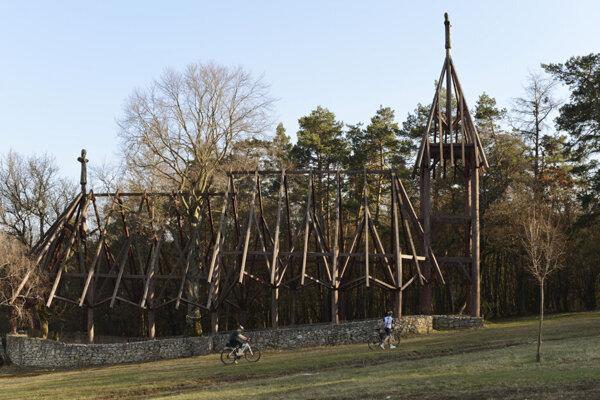 Kostol v obci Debraď.