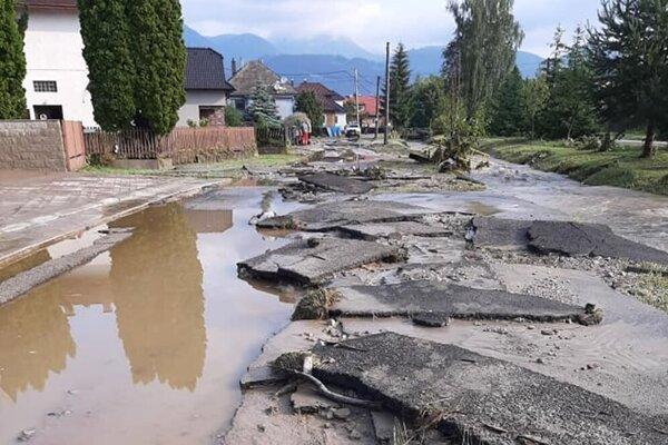 Liptovské Sliače boli v noci z 26. na 27.júna pod vodou, voda tam zatápala pivnice, ničila asfalt, brala autá, stromy. Zaplavilo amfiteáter na Pažitiach.