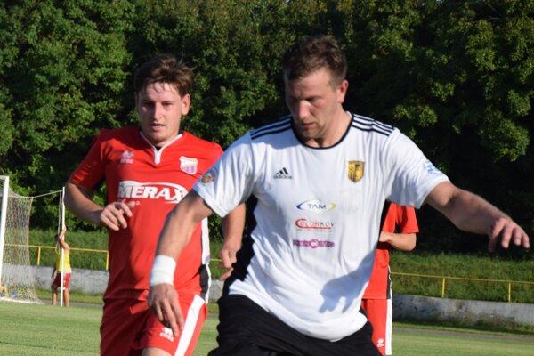 Zo zápasu Želiezovce - Kmeťovo 3:0.