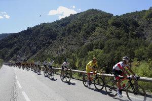 Pelotón počas 2. etapy na Tour de France 2020.