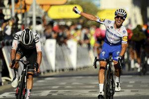 Julian Alaphilippe (vpravo) vyhral 2. etapu na Tour de France 2020. Druhý skončil Marc Hirschi.