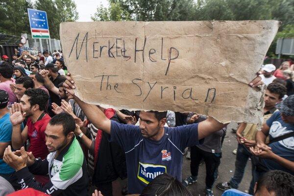 Utečenci zaseknutí na maďarských hraniciach prosili o pomoc aj Merkelovú.