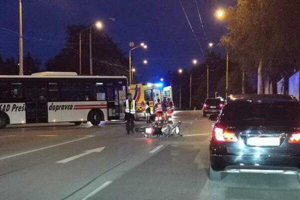 Dopravná nehoda sa stala na križovatke Duklianskej a Šafárikovej ulice.