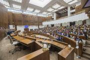 Poslanci počas 11. schôdze parlamentu.