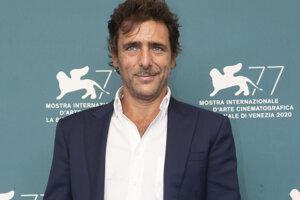Herec Adriano Giannini pózuje počas fototermínu k filmu Lacci.